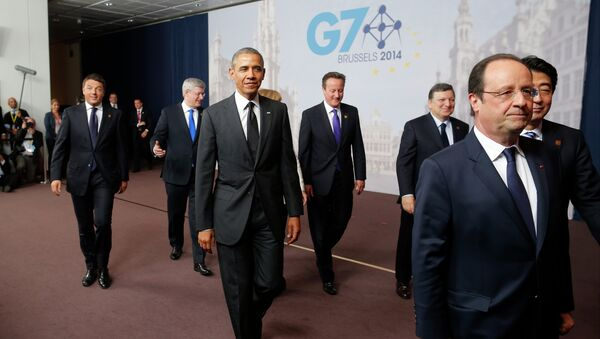 US President Barack Obama, third left, walks with, from left to right: Italian Prime Minister Matteo Renzi; Canadian Prime Minister Stephen Harper; British Prime Minister David Cameron; European Commission President Jose Manuel Barroso; French President Francois Hollande; Japanese Prime Minister Shinzo Abe; after a G7 group photo - Sputnik Mundo