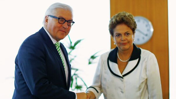 Brazil's President Dilma Rousseff greets German Foreign Minister Frank-Walter Steinmeier - Sputnik Mundo