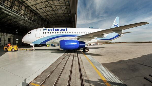 SSJ100 for Interjet - Painting the livery - Sputnik Mundo