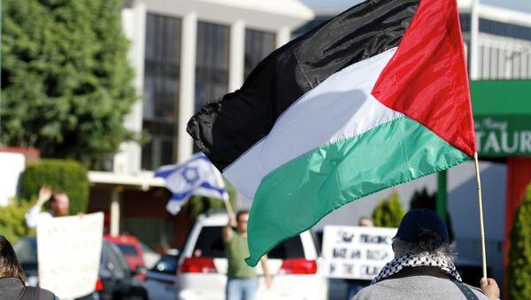 Banderas de la Autoridad Nacional Palestina (ANP) y Israel - Sputnik Mundo