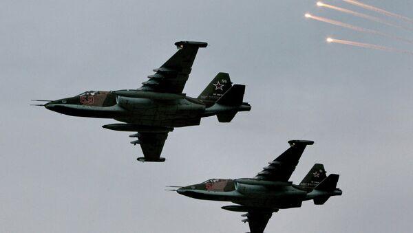 Avión de asalto Su-25 durante maniobras (Archivo) - Sputnik Mundo