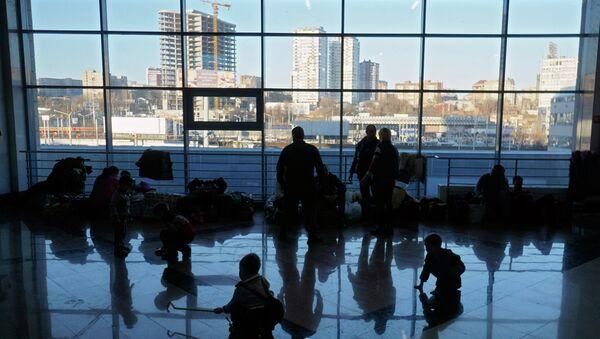 Refugiados ucranianos en el aeropuerto de Rostov-del-Don - Sputnik Mundo
