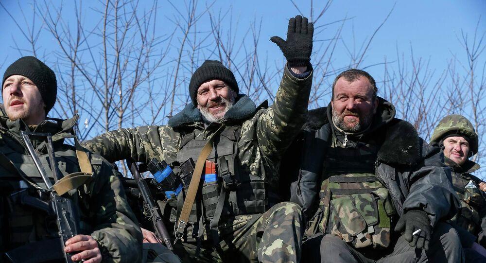 Soldados ucranianos abandonan la zona de Debáltsevo, 18 de febrero, 2015