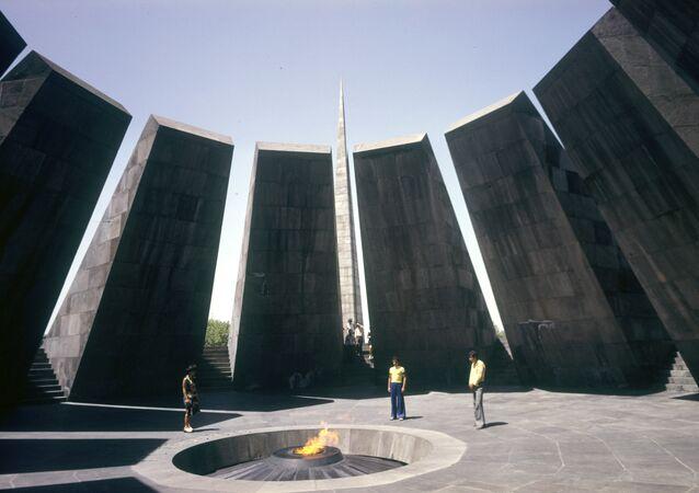 Monumento en Ereván erigido en memoria de las víctimas de la matanza de 1915