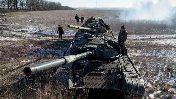 Tanque de las milicias de Donbás - Sputnik Mundo