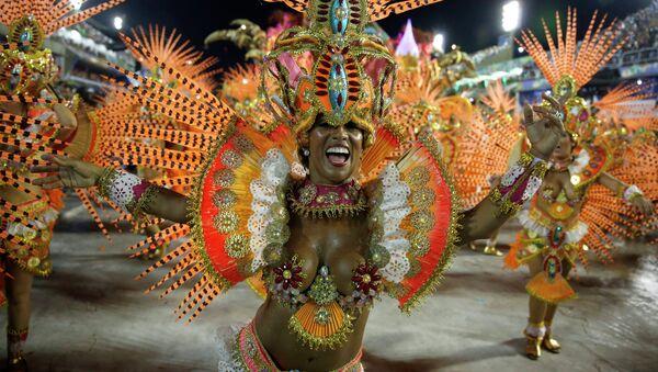 Revelers from the Beija Flor samba school participate in the annual carnival parade in Rio de Janeiro's Sambadrome - Sputnik Mundo