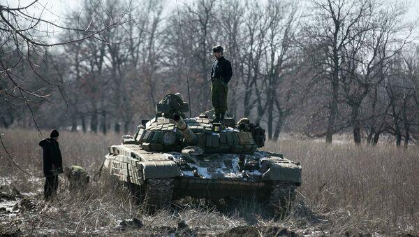 Los milicianos de la autoproclamada República Popular de Donetsk (RPD), en puesto de control en la carretera de la Uglegorsk a Debáltsevo - Sputnik Mundo