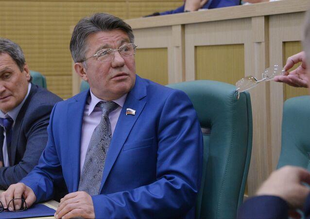 Víctor Ozerov, presidente del comité del Senado de Rusia sobre Defensa y Seguridad