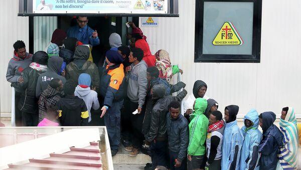 Inmigrantes en Lampedusa - Sputnik Mundo