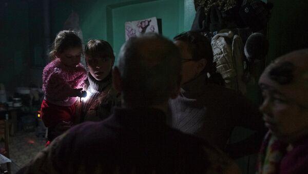 Ciudadanos de Debáltsevo en el refugio (Archivo) - Sputnik Mundo