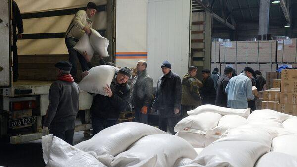 Nueva caravana humanitaria rusa llega a Lugansk - Sputnik Mundo