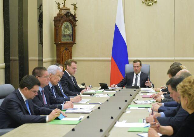 Dmitri Medvédev, primer ministro de Rusia, a la reunión dedicada a la discusión del presupuesto