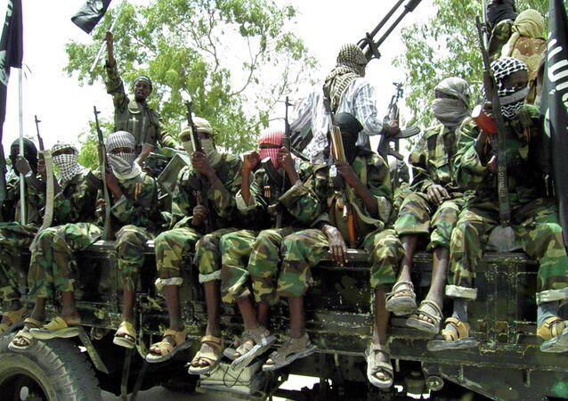 Combatientes del grupo extremista Al Shabab (archivo)