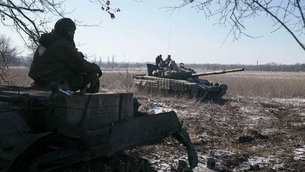 Tanques de las milicias de Donetsk - Sputnik Mundo