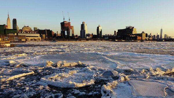 Río Hudson helado en Nueva York - Sputnik Mundo