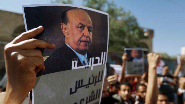 Manifestantes con retratos de Abdo Rabu Mansur Hadi, presidente de Yemen (archivo) - Sputnik Mundo