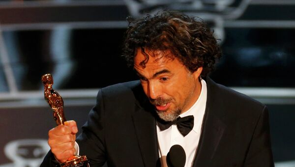Director Alejandro Inarritu accepts the Oscar for Best Director for his film Birdman - Sputnik Mundo