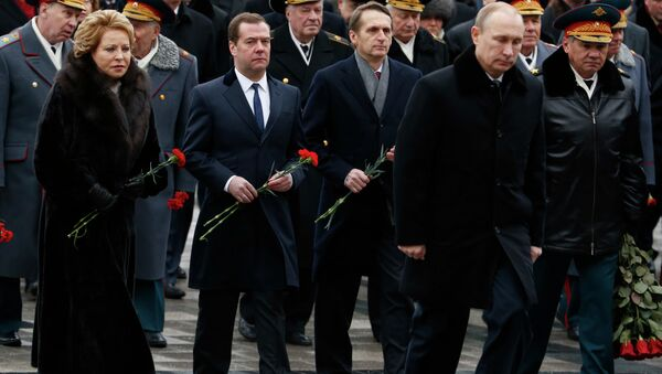 Putin participa en la deposición de flores ante la Tumba del Soldado Desconocido - Sputnik Mundo