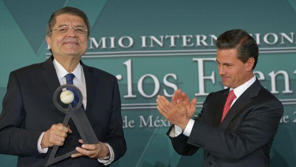 Escritor y ex vicepresidente de Nicaragua Sergio Ramírez (izda.) y presidente de México, Enrique Peña - Sputnik Mundo