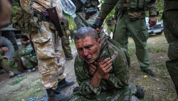 Foto de Andréi Stenin en que aparece un militar ucraniano hecho prisionero por milicianos durante los combates por la ciudad de Shajtiorsk, en Donbás - Sputnik Mundo