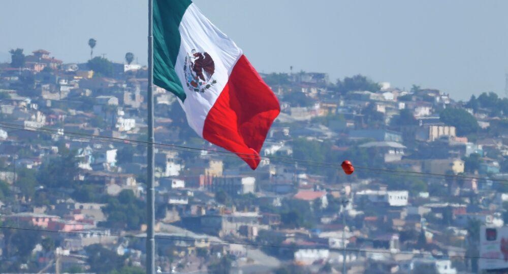 Agente de la patrulla fronteriza de EEUU cerca de frontera México-Estados Unidos