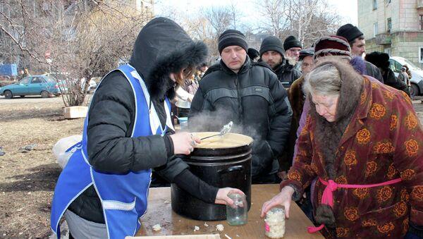 Distribución de comida en Debaltsevo - Sputnik Mundo