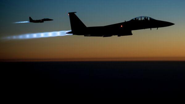 Cazas estadounidenses F-15 en Siria - Sputnik Mundo