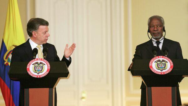 Juan Manuel Santos, presidente de Colombia, y Kofi Annan, ex secretario general de la ONU en Bogotá - Sputnik Mundo
