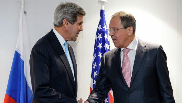 Serguéi Lavrov, Ministro de Asuntos Exteriores de Rusia, y John Kerry, secretario de Estado de EEUU (Archivo) - Sputnik Mundo