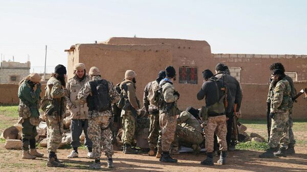Militants take a break during fighting in Tal Tamr, Hassakeh province, Syria - Sputnik Mundo