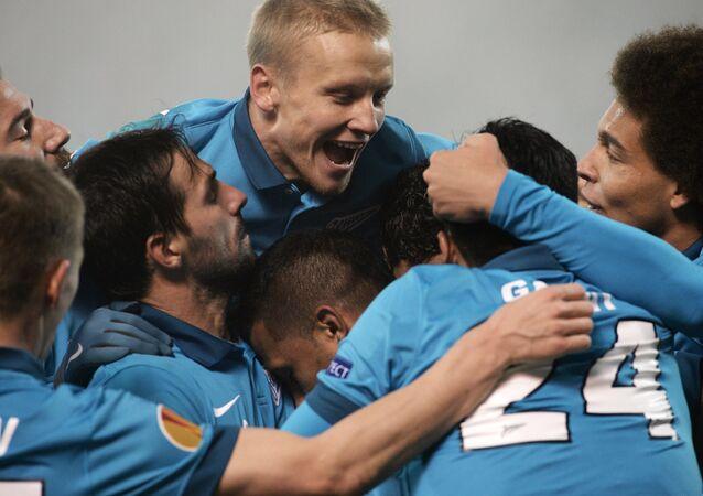 Jugadores de Zenit después del partido con PSV Eindhoven holandés