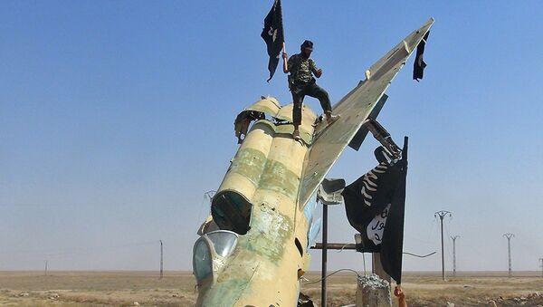 Militantes del grupo yihadista Estado Islámico (EI) - Sputnik Mundo