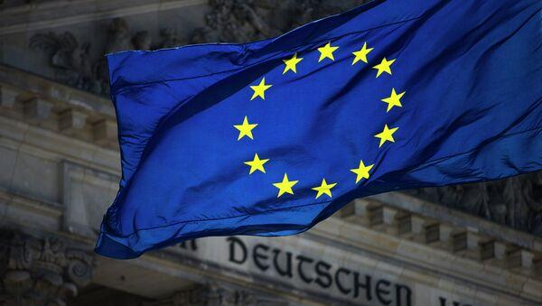 La bandera de la UE con el Bundestag en el fondo - Sputnik Mundo
