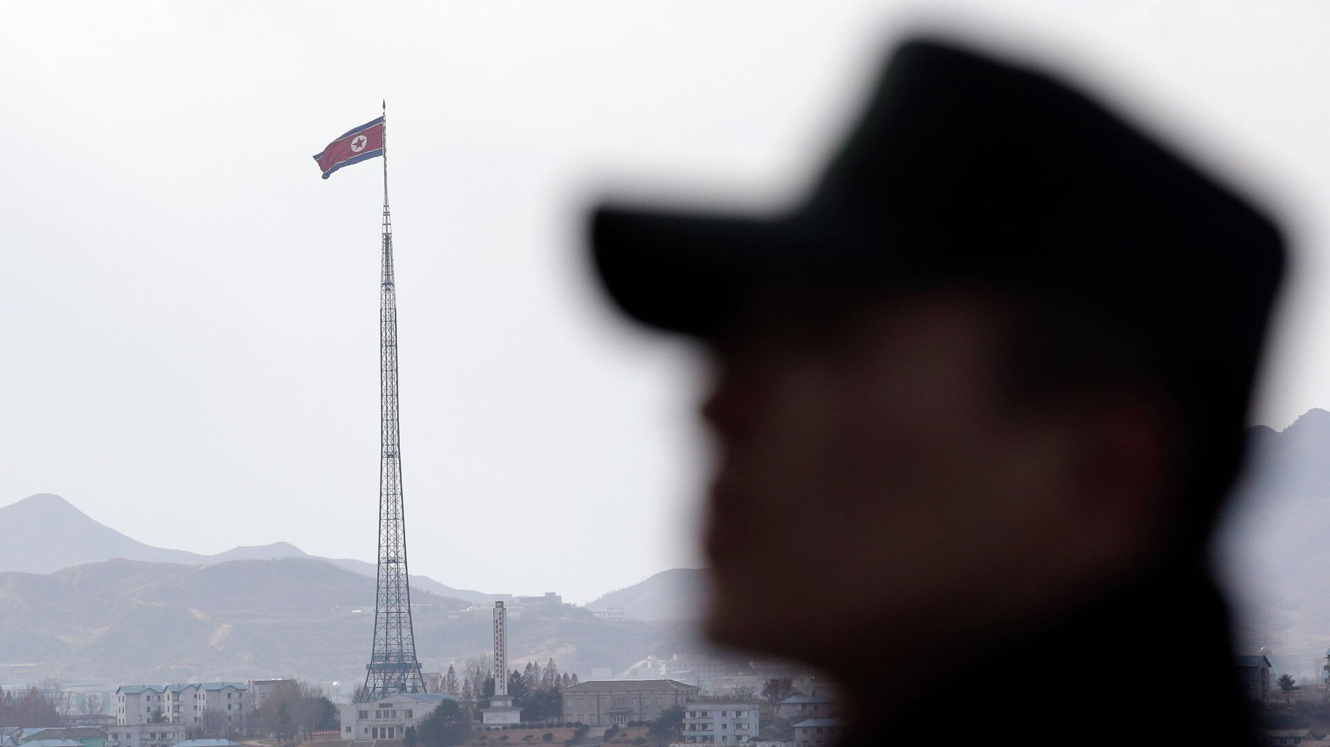 North Korea fired two missiles into the sea off its east coast early Monday, the South Korean Defense Ministry said - Sputnik Mundo, 1920, 29.06.2021