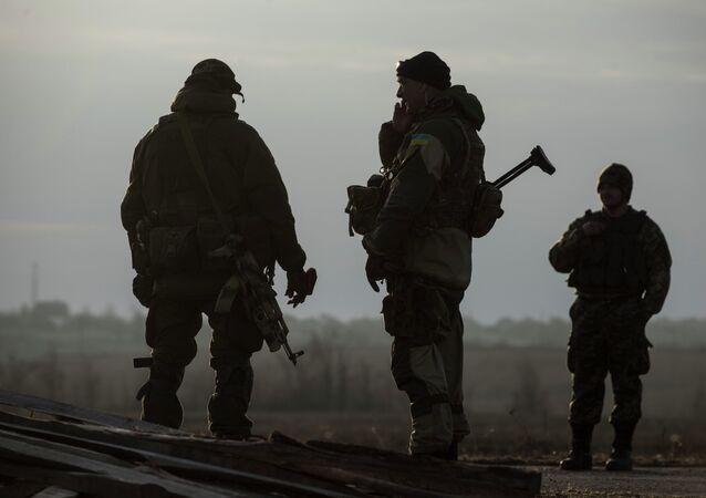 Soldados de las fuerzas pro Kiev