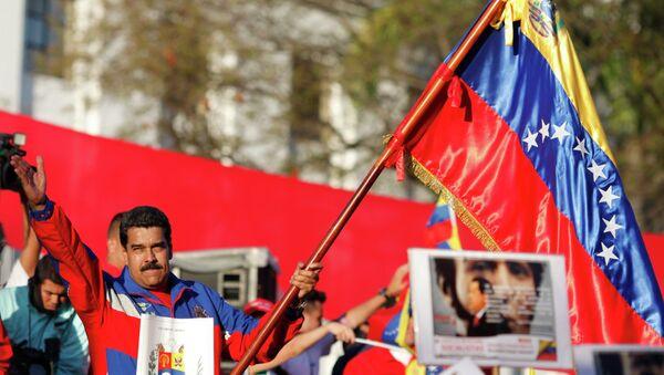 Venezuela's President Nicolas Maduro (C) speaks during a rally to commemorate the 26th anniversary of the social uprising known as 'Caracazo' - Sputnik Mundo