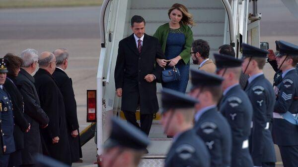 Presidente de México Enrique Peña Nieto y su esposa Angélica Rivera - Sputnik Mundo