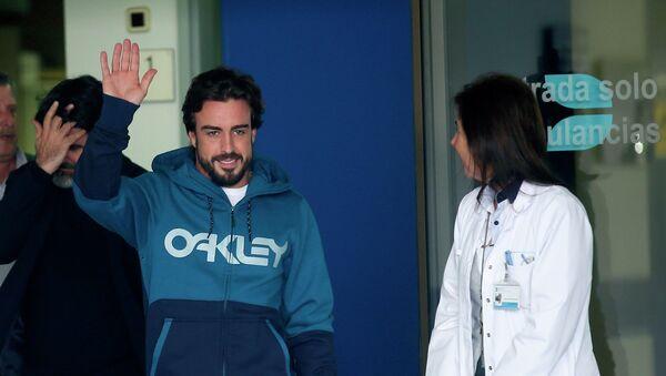 El piloto Fernando Alonso se despertó de su accidente hablando italiano - Sputnik Mundo