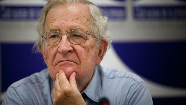Noam Chomsky, activista político estadounidense - Sputnik Mundo