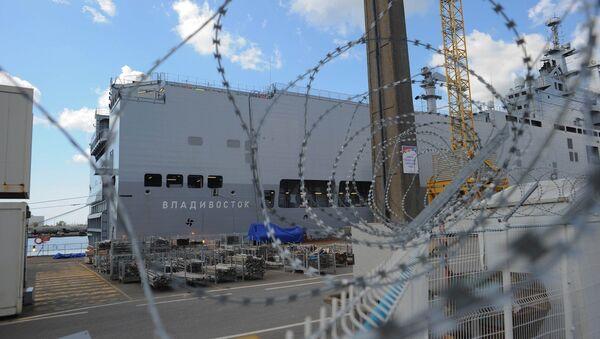 A Mistral-class amphibious assault ship is docked in the shipyard of Saint-Nazaire, August 20, 2014 - Sputnik Mundo