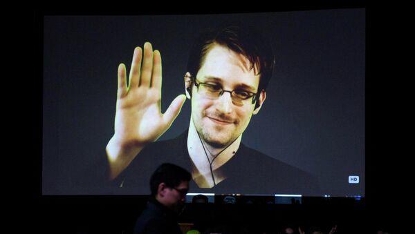 Edward Snowden, exagente de los servicios secretos estadounidenses - Sputnik Mundo