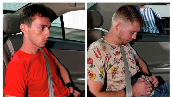 German citizens Andreas Von Knorre (L) and Elton Hinz, both charged for vandalising an SMRT train at Bishan Depot, arriving at the State Court in Singapore November 22, 2014 - Sputnik Mundo