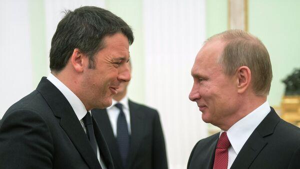 Matteo Renzi, primer ministro italiano y presidente de Rusia, Vladímir Putin (archivo) - Sputnik Mundo