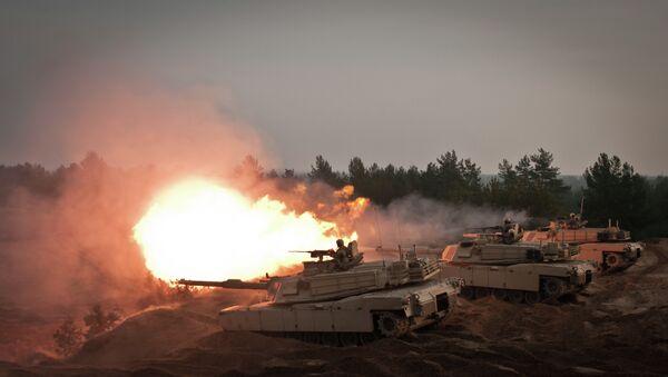 M1A2 Abrams Tanks at the Adazi Training Area, Latvia, on November 6, 2014 - Sputnik Mundo