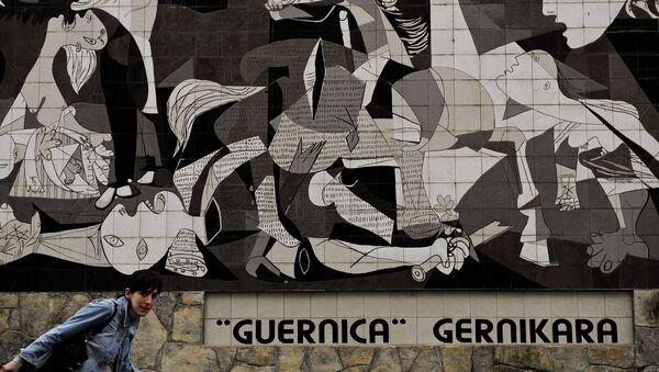 'Guernica', cuadro de Pablo Picasso, pintada en un muro - Sputnik Mundo