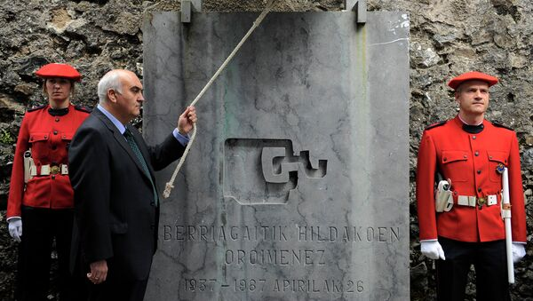 A man rings the Church bell between two Basque police officers remembering people died in Guernica, northern Spain, on the anniversary of the attack, April 26, 2012 - Sputnik Mundo