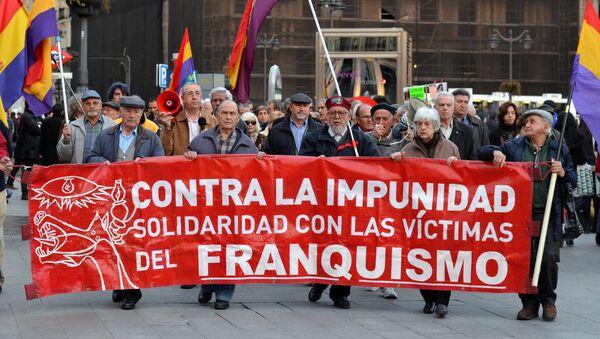 Concentración semanal en Sol contra la impunidad del franquismo - Sputnik Mundo