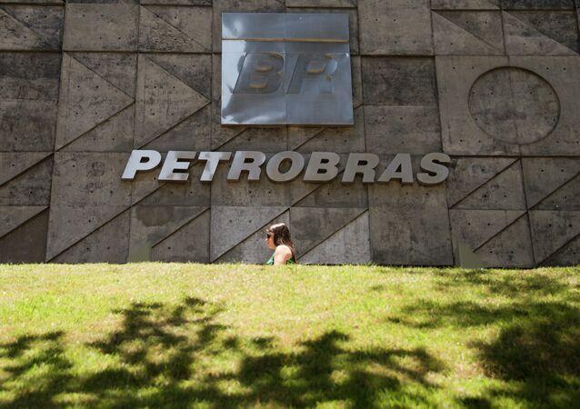 Petrobras podría ingresar 4.000 millones de dólares con la venta de cinco pozos del presal
