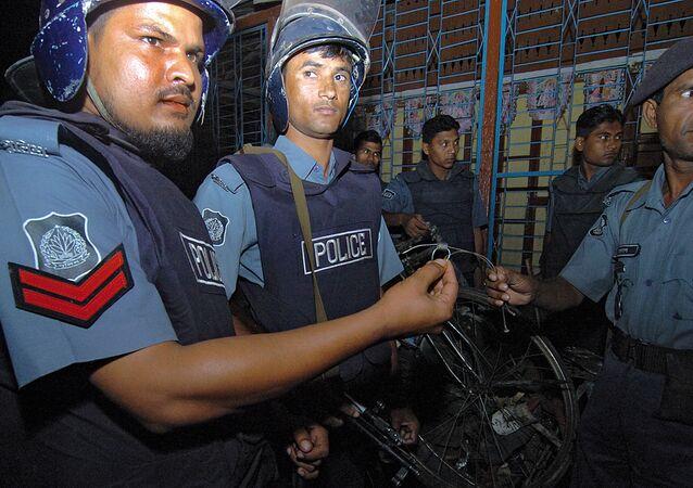 Policías bangladesís (archivo)
