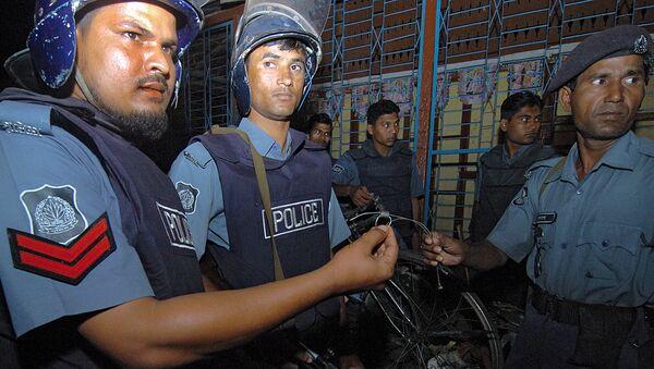 Policías bangladesís (archivo) - Sputnik Mundo